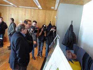 Bernabé Cano, alcalde de La Nucía, explicando uno de los proyectos de 2018
