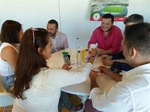Intercambio de tarjetas en la jornada de Networking