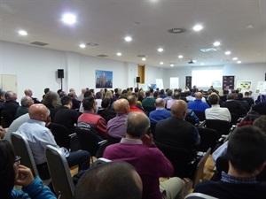120 personas acudieron a la reunión infor