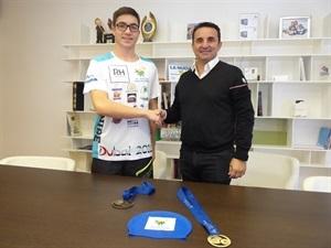 Bernabé Cano, alcalde de La Nucía, recibió a Miguel Bou en el Ayuntamiento de La Nucía