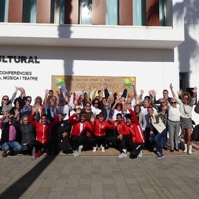 """La Nucía celebra el """"Día del Voluntariado"""" con un mural-solidario"""