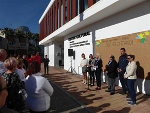 """El manifiesto del """"Día del Voluntariado 2018"""" ha sido leído por Beatriz Pérez-Hickman, concejala de Bienestar Social, acompañada por ediles de la corporación"""